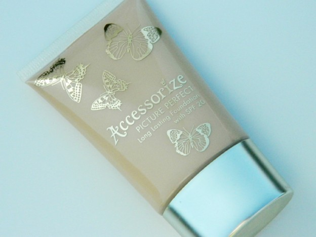 Accessorize Picture Perfect Long Lasting Foundation with SPF 20 Review and Swatches